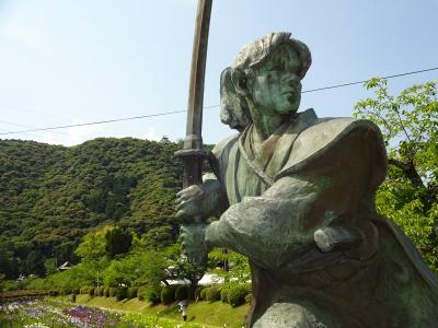 錦帯橋 ~花菖蒲園と佐々木小次郎像