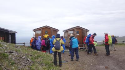 利尻・礼文島 花花ハイキング4日間(21) 礼文島 礼文林道コースの一部をハイキング 下巻。