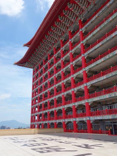 圓山大飯店の見学。見晴らしの良いテラスがあります。