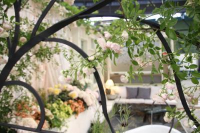 バラだけではない花の祭典・国際バラとガーデニングショウ2017(2)コンテストガーデン部門:春盛りの別空間に招かれる気分を味わいながら