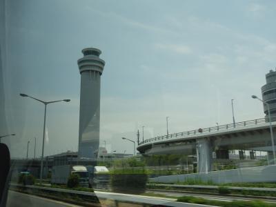 バスタ新宿から横浜YCATまでバスの旅。湾岸高速で羽田空港を突っ切ります。