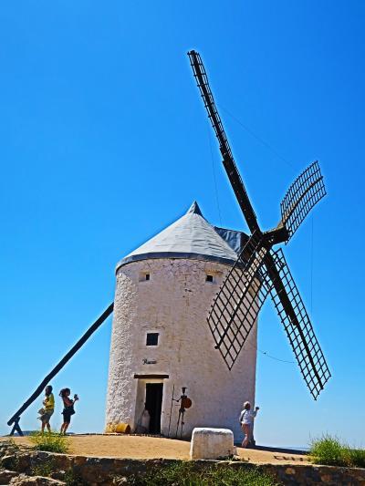 Spain43 ラマンチャ( コンスエグラの丘)白い風車群 ☆青空に映える12 基