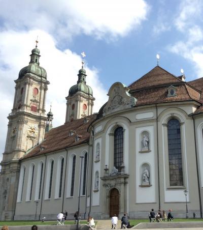 いつかある日ではおそい!スイスへGO! vol.34 世界遺産のザンクトガレン旧市街を歩いて大聖堂へ♪