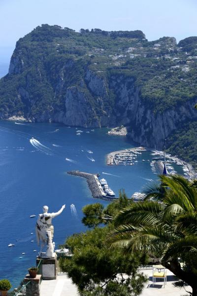 二度目の南イタリアは「絶景を楽しむ」がテーマ ~PART2(カプリ島1日目、きょうの絶景は、ホテル「カエサル・アウグストゥス」、青の洞窟、レストラン「ダ・ジェルソミーナ」)