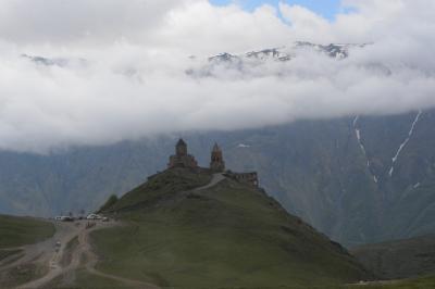 ジョ-ジア・・・・そのⅡ 軍用道路・カズベキ山とツミンダ・サメバ教会