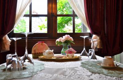 バラのトップシーズンに軽井沢へ(2)~アンティークな隠れ家ホテル 《ルゼ・ヴィラ》 バラに囲まれて過ごす贅沢な時間