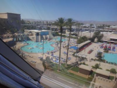 ラスベガスは暑いけど プールは少し冷たかった