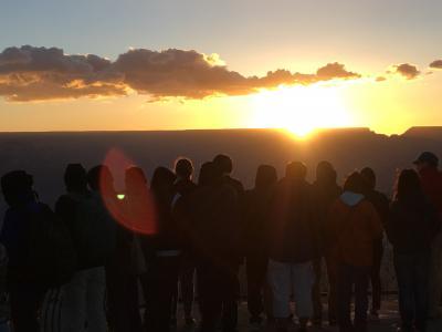 ラスベガスとグランドサークル・・・人工の街と大自然の旅4日目-1(グランドキャニオンの朝日、セドナ)