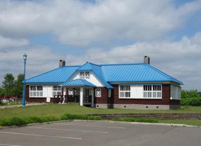 「ビーンズ邸」と道の駅「なかさつない」。北海道の田園風景です。