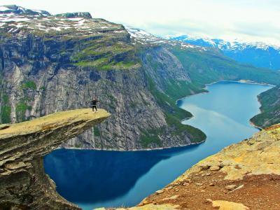 トロルの舌で愛を叫ぶ☆ガイドブックにはない絶景 - Crazyな10時間トレッキング:Trolltunga【Fjord(フィヨルド)ドライブ1300km-1】
