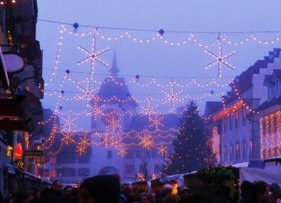 ルツェルン発ローカル列車の旅 クリスマスマーケットのウィリザウ