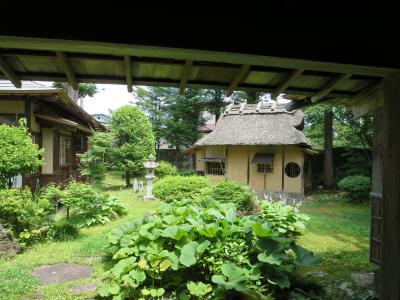 大舘の鳥潟会館(とりがたかいかん)は東北にある京風御殿