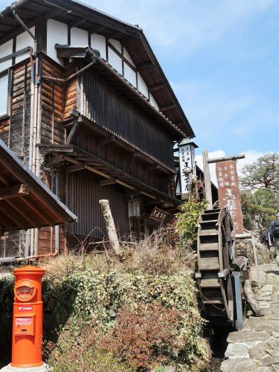 木曽路-2 馬籠を出発 宿場町の面影残す街 ☆藤村記念館前を通り