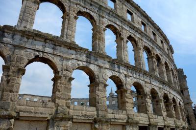 アルプスからアドリア海へ、イストラ半島経由の旅【10】(ローマ遺跡が残るプーラと中世の村バーレ+ベネチア移動編)