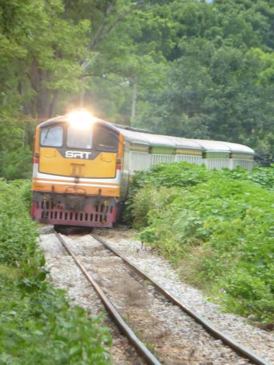 タイ滞在53時間の弾丸旅行。 カンチャナブリまで行って、♪猿・ゴリラ・チンパンジー~のクウェー川鉄橋を見て、泰緬鉄道に乗ってきた。 バンコクでは Line Friendsに会えた。