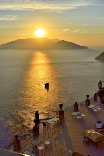 二度目の南イタリアは「絶景を楽しむ」がテーマ ~PART3(カプリ島2日目、今日の絶景はナポリ湾の夜明けからはじまりカプリの街歩き)
