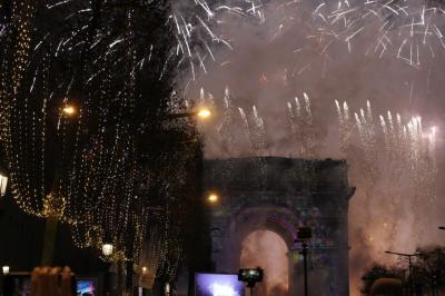 パリで年越し 3日目  凱旋門のカウントダウン シャンゼリゼ通りのパレード