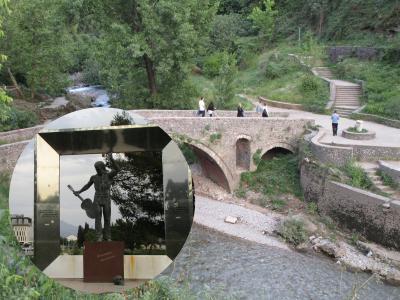 イトスギが覆う市街を見下ろす丘ポドゴリツァ