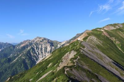 すばらしい稜線(NHK「坂の上の雲」のエンディングで利用)を見に小蓮華山へ。その後中央アルプス・木曽駒ケ岳、霧ヶ峰・車山を回る旅