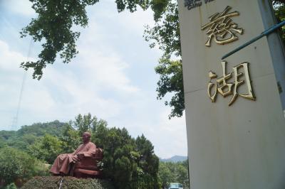 酷暑の台北周辺を歩き回った4泊5日―2日目 粗大ゴミの蒋介石像は大陸復興の夢を見るか?(慈湖・両蒋文化園區)
