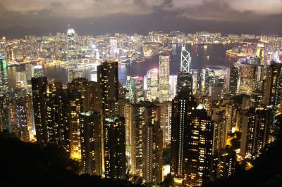香港一人旅~100万ドルの夜景ヴィクトリアピーク~トラムが市場を走る街「春秧街」~青島ビールのんだくれ
