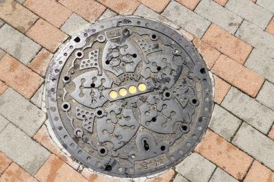 東京都のマンホール蓋にも同一デザインの大・中・小が