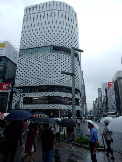 立川に泊まりましたが雨ばっかりなので銀座で食事と買い物をしました。