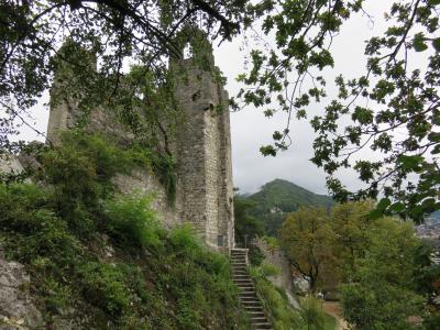 スイスのバーデンで崩れた古城の跡などを見る