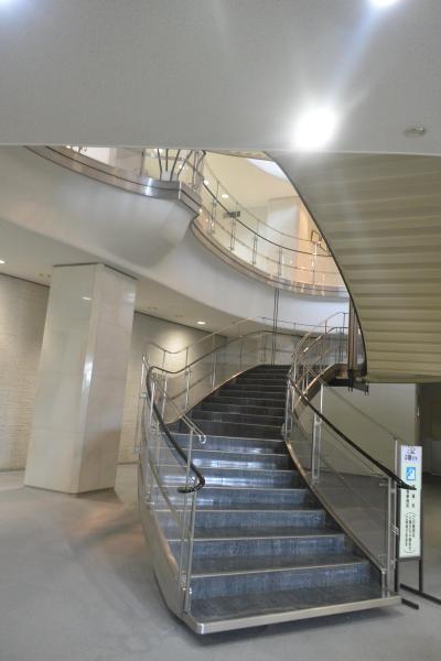 階段に一目惚れ! 村野藤吾の目黒区総合庁舎