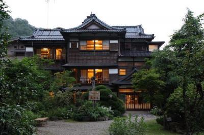 嵐渓荘 新潟の山間に湧く塩泉と文化財の旅館