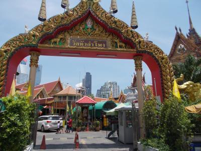 合掌礼拝。。無縁仏を供養する王室寺院・・ワット ファランポーン @スリウォン(28の5)
