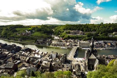ベルギー滞在ぷらっと短期旅行  青空と古城とサックスの街ディナン
