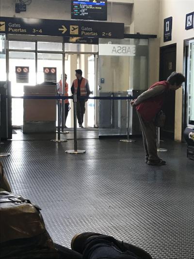 南米旅その15 ラパス空港で夫、呼び出されるの巻