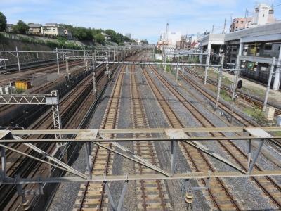 日暮里駅の橋から、連続通過する無数の列車を撮影!