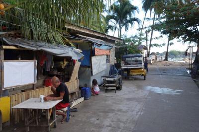 駐在のついでに 【その51】 フィリピン遠征⑭ エルニド3日目の朝の街歩き、女性の朝シャンはフィリピン文化か?!