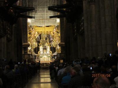 イベリア周遊の旅(24)サンチャゴ大聖堂内陣にて。