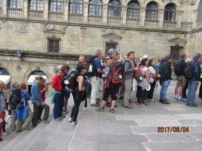 イベリア周遊の旅(25)サンチャゴ大聖堂を出て、裏通りでの昼食。