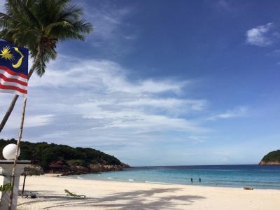 ソーダブルーの海と白い砂浜!の~んびりリゾート レダン島
