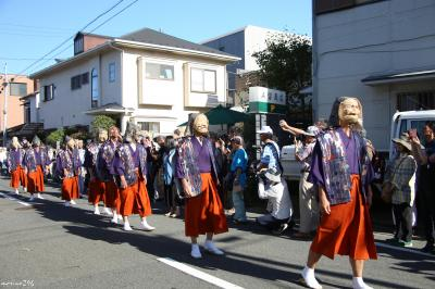 鎌倉・御霊神社の例大祭:湯立神楽と面掛行列