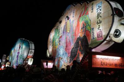 能登半島徹底探索の旅(二日目・夜)~暗闇に浮かびあがる小木袖キリコは色彩豊かで女性的。しかし、御船神社への石段を押し上がる場面が最後のクライマックス。引き手と押し手がもみくちゃになる熱い熱いお祭りです~