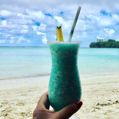 2017年9月 食べまくり~飲みまくり~のサマーバケーションin GUAM vol.5♪~ホテルビーチでシュノーケリング~「メスクラドス」でハンバーガーランチ~ユナイテッド航空ラウンジでまったり~帰国