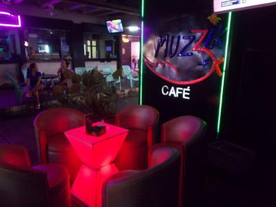 大爆音。。燃える BANGKOK 深夜まで・・MUZZiK CAFE  @PATPONG(28の16)DREAM THEATER 10本