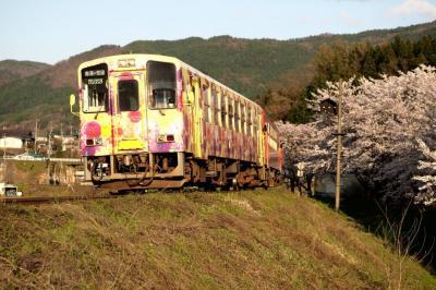 桜を追いかけて春の東北ローカル線