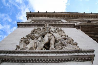 今更ながら憧れの初フランス旅【3】-- パリに到着/デカい!エトワール凱旋門/路上パフォーマンスで賑わうシャンゼリゼ通り --