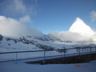 スイスのツェルマット・サースフェーにてスキー