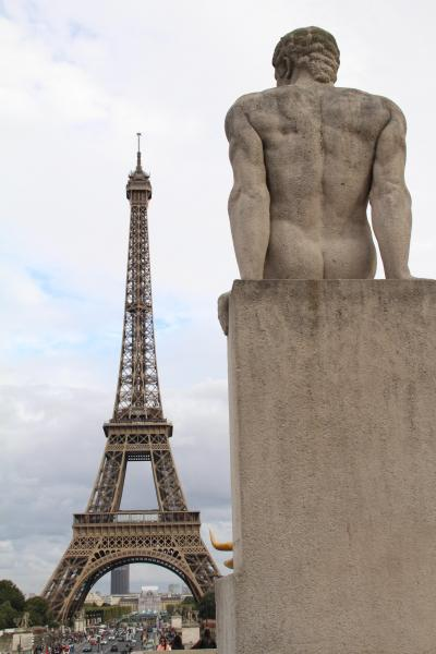 今更ながら憧れの初フランス旅【4】-- マカロンのエッフェル塔/シャイヨー宮でエッフェル塔を摘む/セーヌ川に立つ自由の女神 --