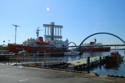 """南極観測船""""しらせ""""と""""ふじ""""が名古屋港ガーデンふ頭でランデブー"""
