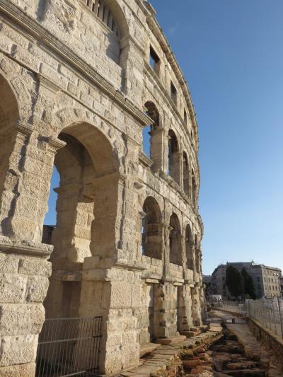 久しぶりの一人旅はイタリア・番外編(クロアチア・プーラ)9月21日(木)22日(金)今回はローマには行かないので、古代ローマ遺跡が眠る街を散策したかった