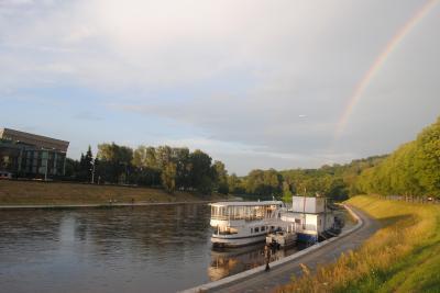 リトアニアへ! その11 首都ヴィリニュスで夕飯、そしてネルス川までプラプラ。