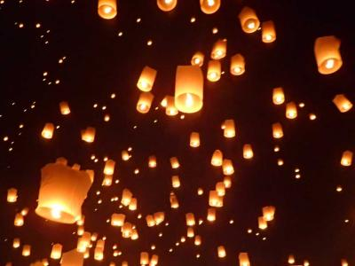 2016チェンマイ灯篭祭り2☆願いを込めて 夜空に舞う幻想的なコムローイ イーペンランナー インターナショナル